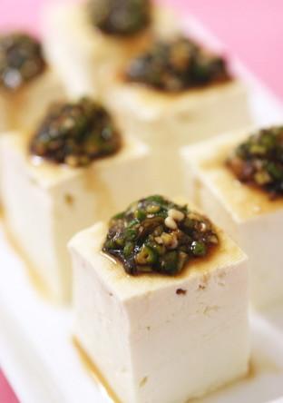 お豆腐に 刻み生オクラと塩昆布のとろねば