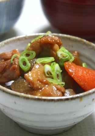 鶏肉とこんにゃくと根菜の味噌煮