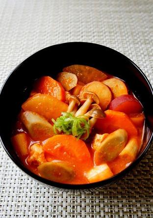 トマトと味噌で 秋野菜のけんちん汁