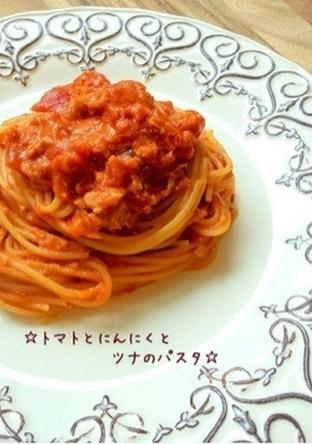 トマトとにんにくとツナのパスタ