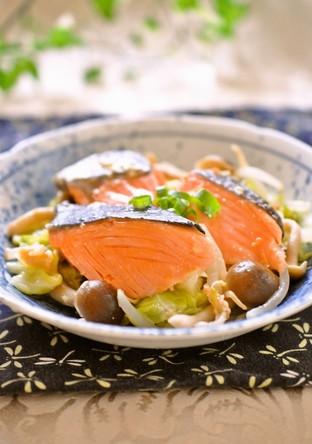 バター風味で鮭と野菜の蒸し煮