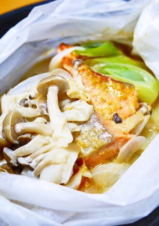 レンジで鮭と新玉ねぎの味噌マヨ蒸し
