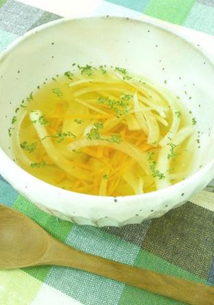千切り野菜のコンソメスープ