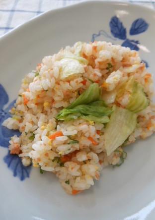 シャキシャキレタスと鮭の炒飯