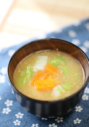 白菜と人参のお味噌汁