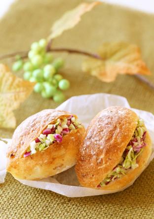 2色で鮮やか✴コールスロー入りロールパン