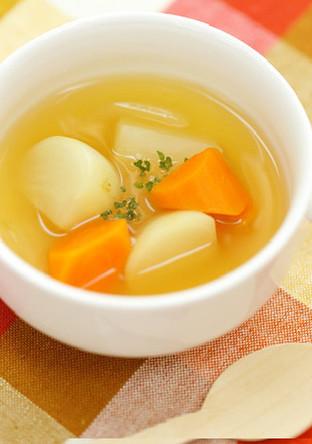 大きめカットで素材を食べるコンソメスープ