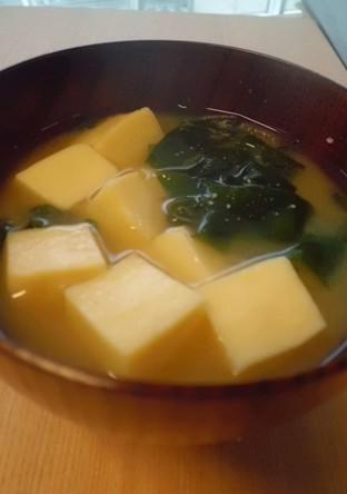高野豆腐とわかめの味噌汁