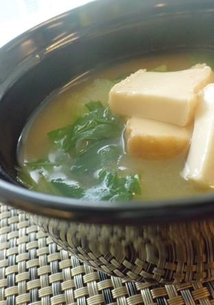 青梗菜と厚揚げの味噌汁