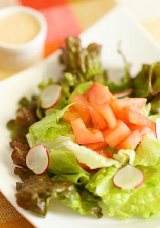 2種のレタスでグリーン感たっぷりサラダ