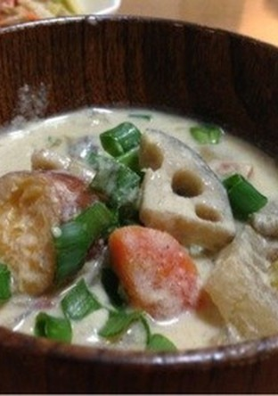 根菜たっぷり ごまと豆乳のお味噌汁