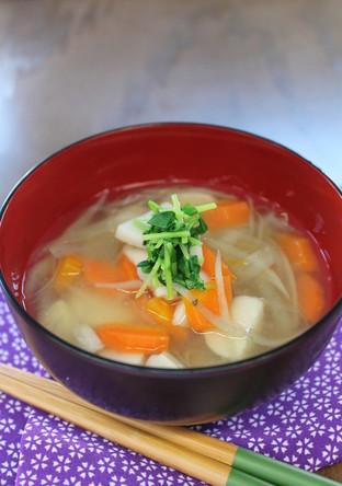 豆苗入り根菜汁