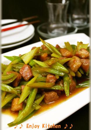 セロリと豚肉の甘酢炒め