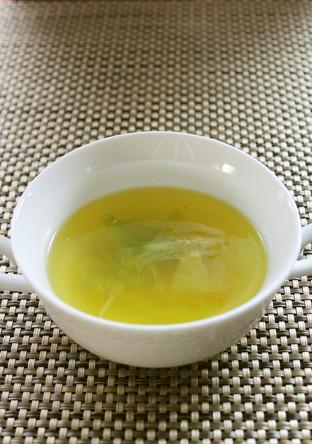 レタスのコンソメスープ