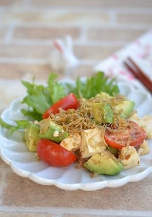 アボカドと豆腐の香ばしいサラダ