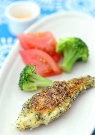 バジル香る真鯛の香草パン粉焼き
