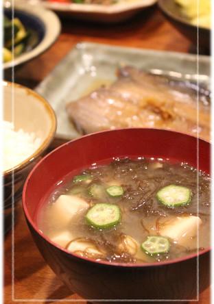 とろーり オクラともずくと豆腐の味噌汁