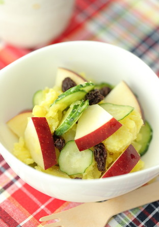 さつま芋とりんごの彩りキレイなサラダ