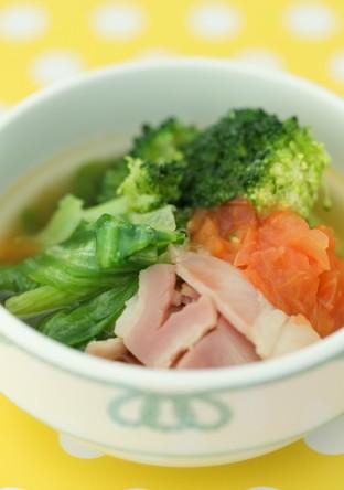 シャキシャキレタスとベーコンの野菜スープ