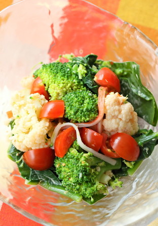 濃い色野菜のピリ辛マヨ和え