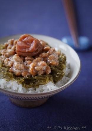 朝ごはん 梅めかぶ納豆