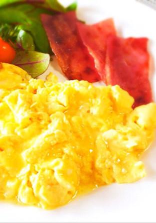 ホテル朝食 超ふわふわスクランブルエッグ