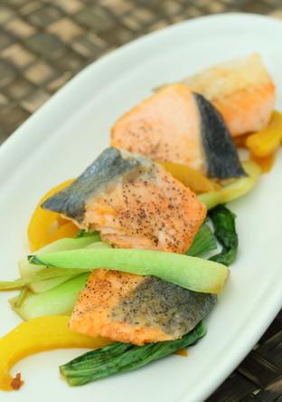 サーモン&野菜の3色ガーリックソテー