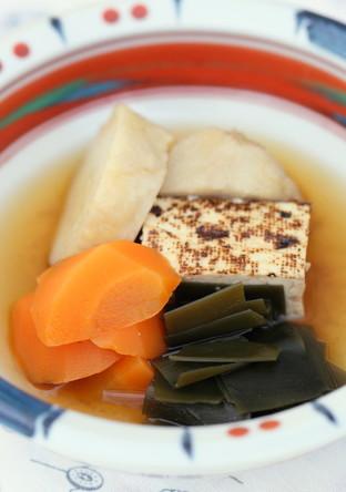 焼き豆腐と昆布のだしの効いた煮物