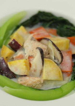 カラフル野菜とサーモンのミルク煮