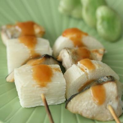 鰤と長芋の串焼き梅ソース