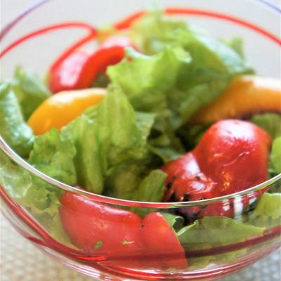 こんがり焼きパプリカの彩りレタスサラダ