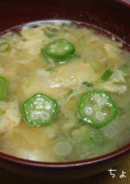 オクラと玉ねぎのかき卵みそ汁