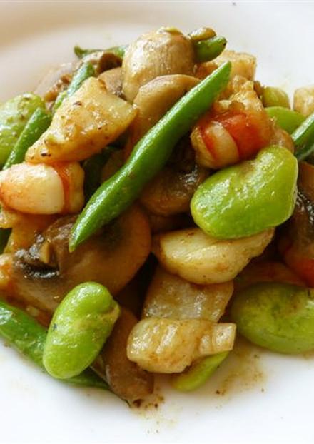 そら豆と海老とホタテのカレーマヨ炒め