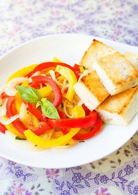 お手軽 朝に トースト入りパプリカサラダ