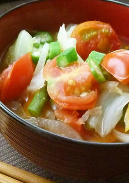 夏野菜 オクラとトマトのスタミナみそ汁