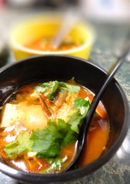 豆腐とキムチの韓国風スープ