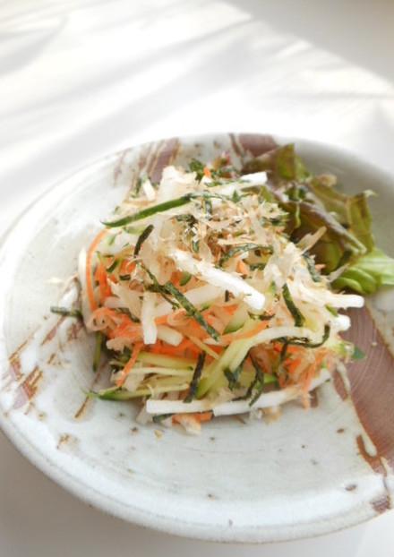 かつお節と海苔の大根サラダ