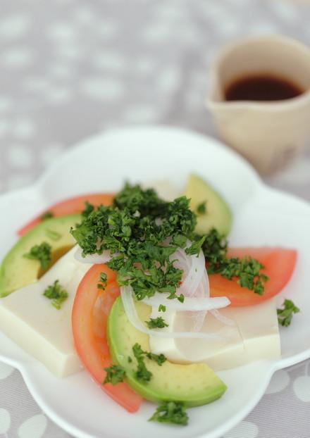 豆腐とアボカドのサラダ
