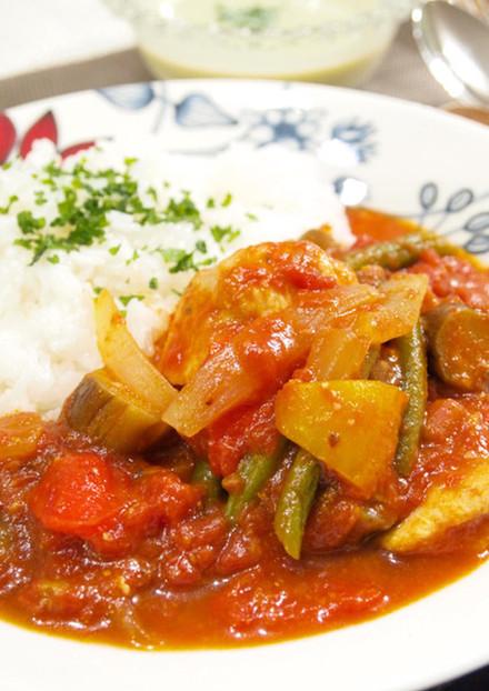 スパイシー 鶏肉と夏野菜のトマト煮込み