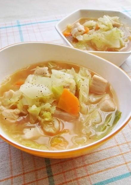 ダイエットに キャベツと鶏胸肉のスープ