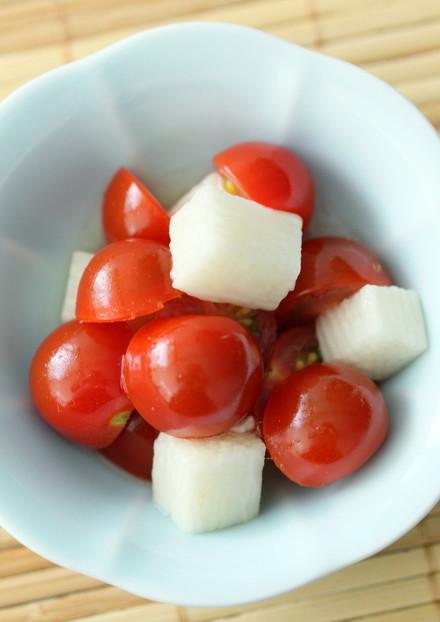 トマトと長芋の紅白あっさり酢の物