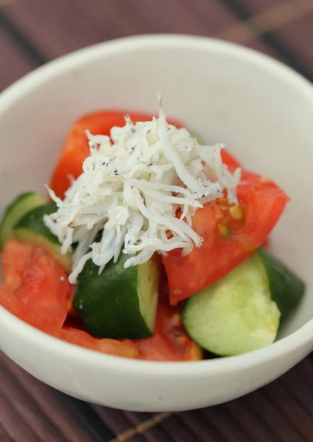 トマトときゅうりのツンとめんつゆ和え