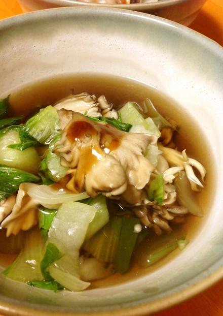 チンゲン菜と舞茸の中華スープ
