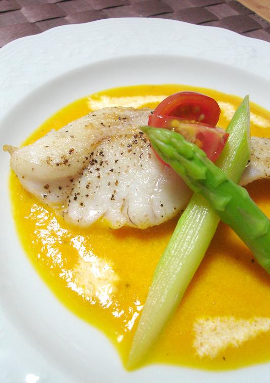 白身魚のソテー パプリカソース