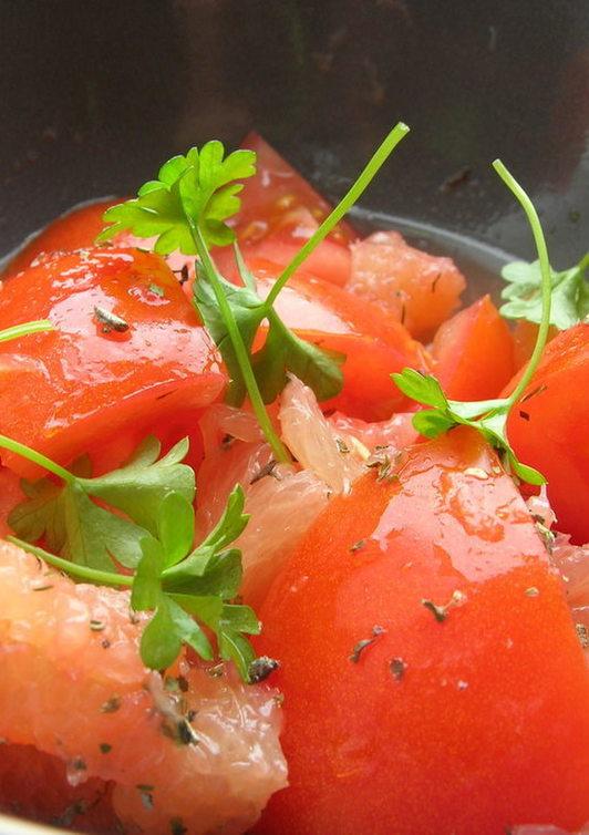 トマトとグレープフルーツサラダ