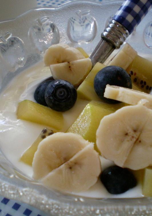 朝 元気にビタミン乳酸菌 フルーツヨーグルト