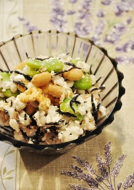 押麦のひじきと豆ナッツのカッテージサラダ