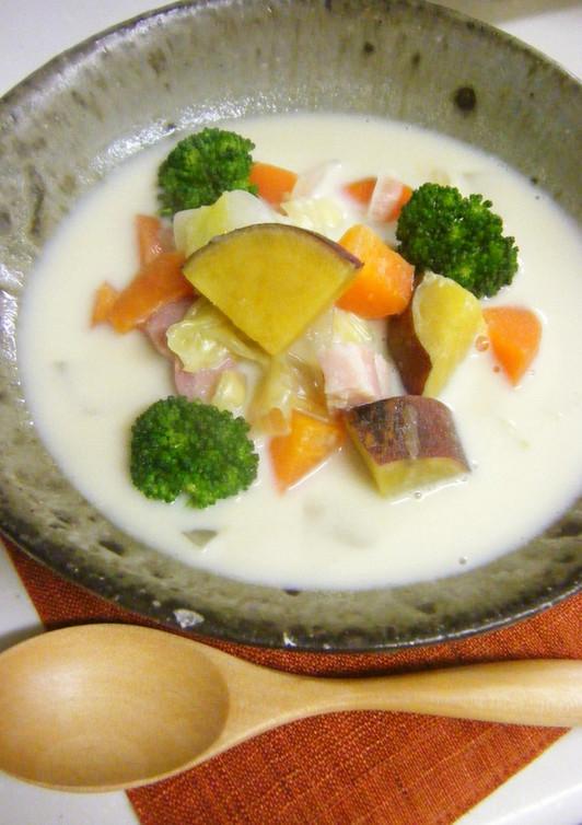 具だくさん さつまいも野菜豆乳スープ