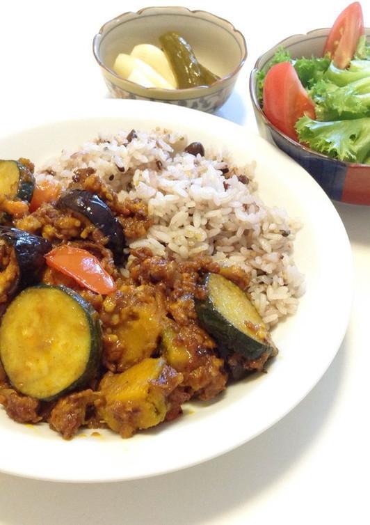 夏野菜と鶏ひき肉のヘルシーキーマカレー