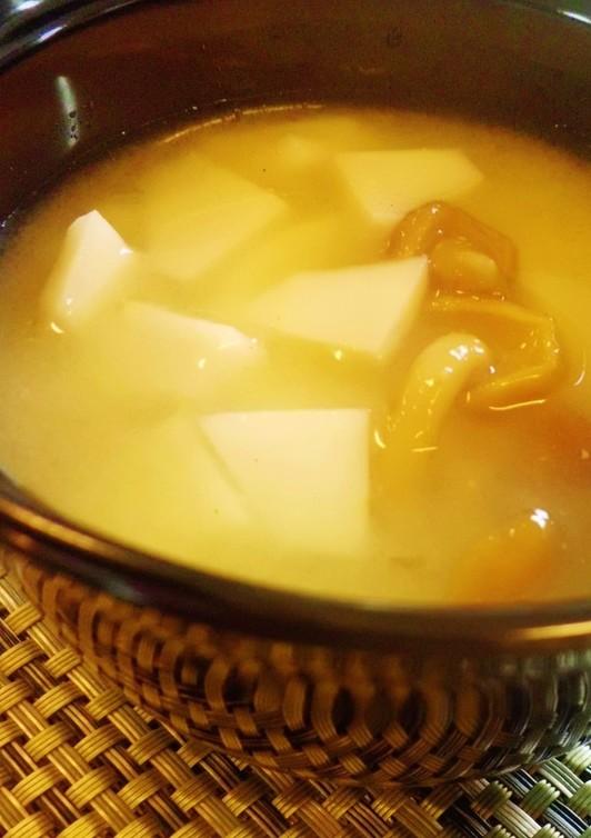 里芋となめこの味噌汁